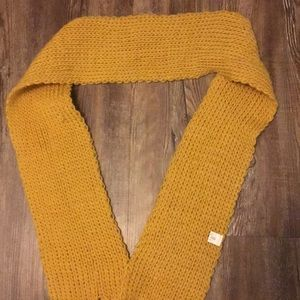 A fashionable scarf to accompany your taste
